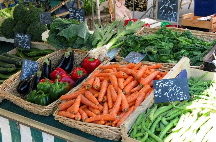 Marché, commerces, agriculteurs et viticulteurs